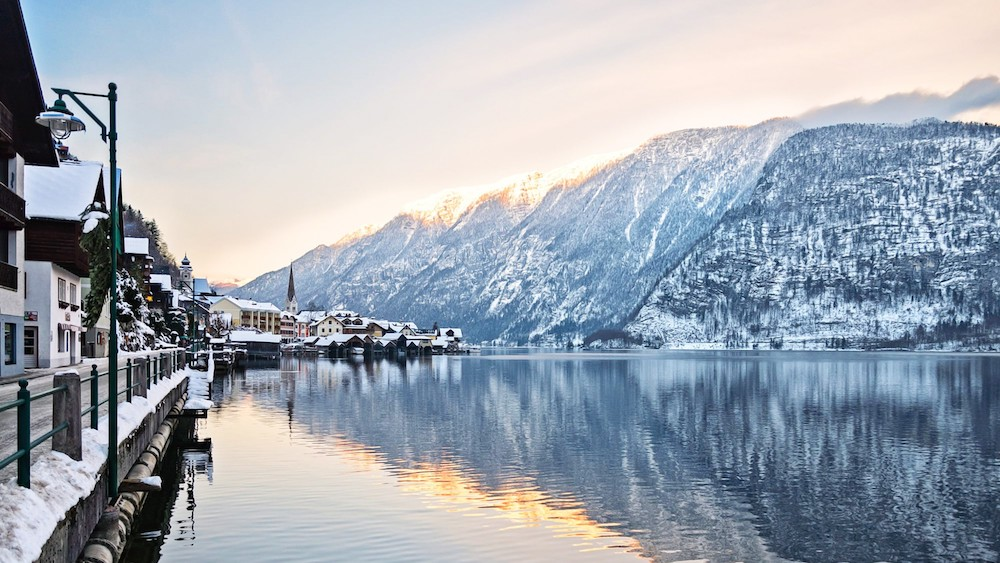 hallstatt na jezeru austrija